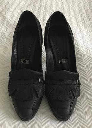 Туфли gianfranco ferre на каблуке чёрные кожаные