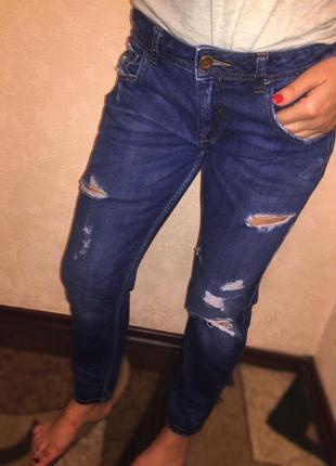 Рваные джинсы бойфренда zara