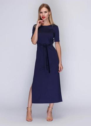 Шикарное платье прямого силуэта длиной «миди» из гладкой ткани. бренд mariem