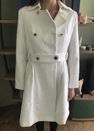 Тренч, белое пальто