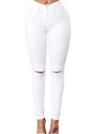 Белые джинсы скинни с высокой посадкой талией прорезями на коленях узкачи американки