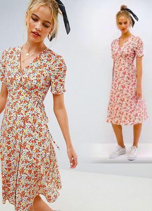 Платье миди с цветочным принтом на запах reclaimed vintage с сайта asos