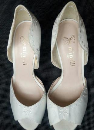 37-38р minelli новые атласные белые босоножки,туфли2 фото
