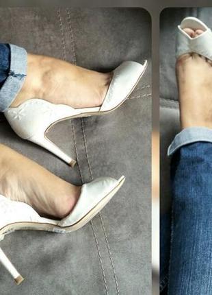 37-38р minelli новые атласные белые босоножки,туфли