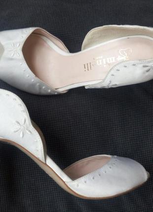 37-38р minelli новые атласные белые босоножки,туфли3 фото