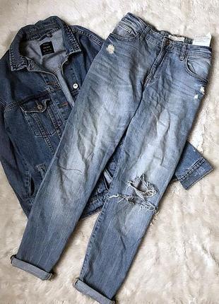 Bershka джинсы бойфренд с рваными коленями