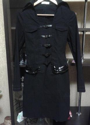 Шикарное фирменное платье со вставками кожи