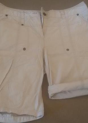 Беленькие шортики