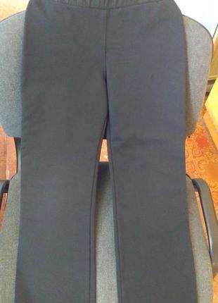 Четко черные спортивные штаны 122-128