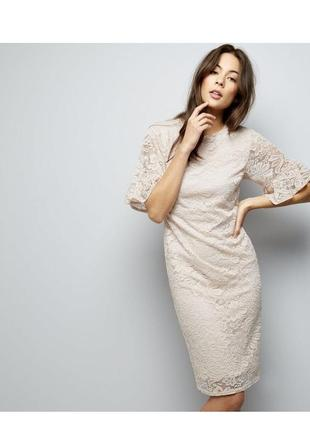 Нереально красивое кружевное платье миди по фигуре с оборками, чехол нежный, футляр