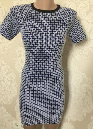 Фактурное платье по фигуре/ плотное платье с коротким рукавом