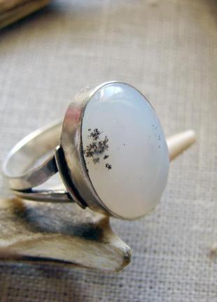 Нежное кольцо перстень с натуральным камнем дендрик опал. посеребрение. цвет серебро