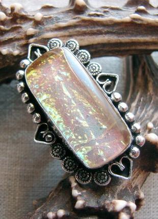 Крупное кольцо перстень с переливающимся опалом. посеребрение. цвет серебро