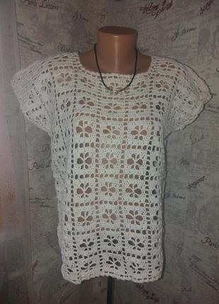 Белая вязанная жилетка