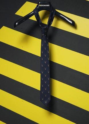 Зауженный галстук в мелких оленях
