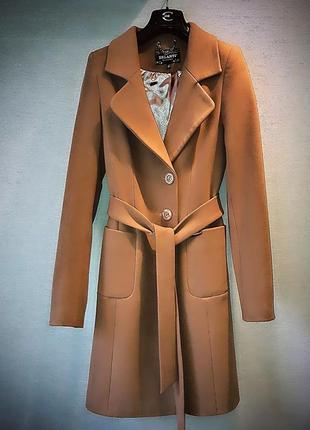 Шикарное стильное пальто.