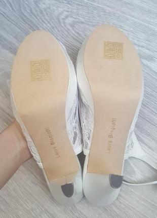 Срочно! новые laura biagiotti 39 кожа босоножки белые на свадьбу невесте4 фото
