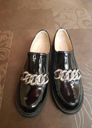 Туфли лоферы лакированные