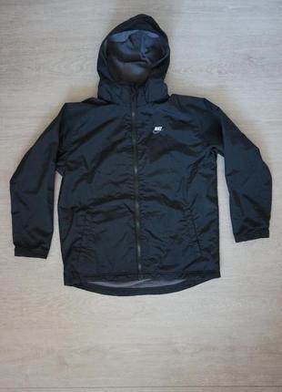 Продается детская демисезонная куртка nike значек  на спине отклеивается.