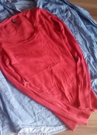 Красный тонкий джемпер пуловер
