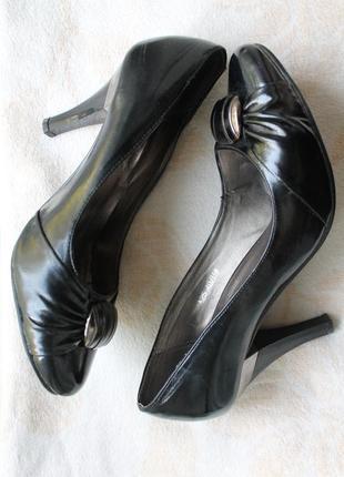 Лаковые туфли на каблуке туфельки черные