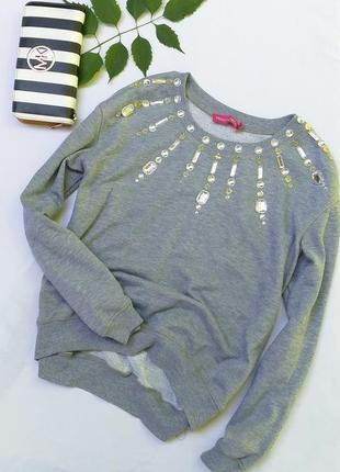 Очень красивый свитшот свитер украшен камнями от maia hemera