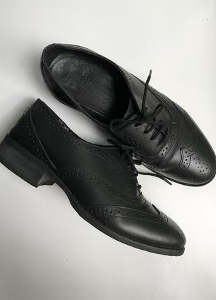 Классические оксфорды из натур.кожи , осенние туфли на низком каблуке . кожаные ботинки .