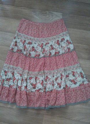 Ярусная юбка с шитьем бисером и пайетками.