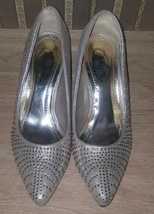 Новые,брендовые,шикарные туфли-лодочки zanotti