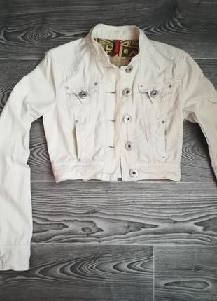"""Короткая джинсовая курточка  ( 6 ) - размера   c элементами  """" рванка """""""