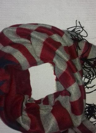 Очень теплый и уютный шарф-палантин в звездно-полосатом стиле.