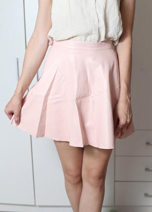 Кожаная пудровая юбка