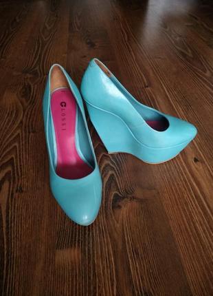 Яркие туфли glossi