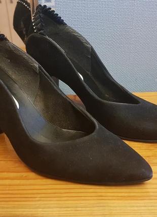 Стильные классические туфли лодочки