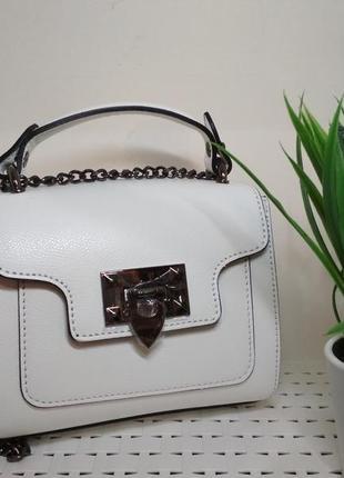 Итальянская кожаная сумочка. беленькая