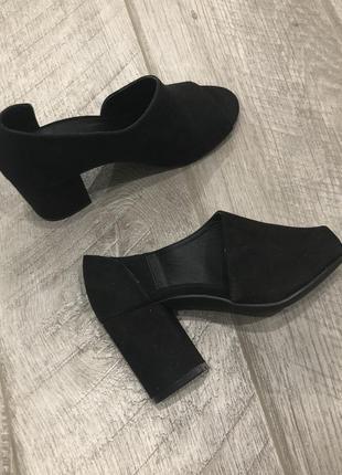 Идеальные чёрные туфли asos на среднем каблуке под замшу, распаровка br08
