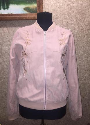 Легкая куртка пудрового цвета
