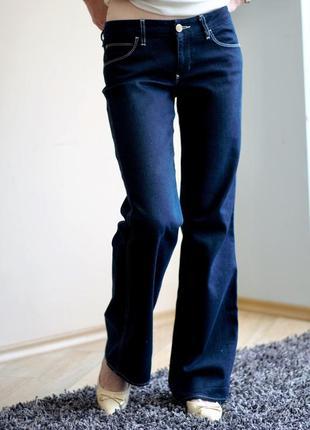 Актуальные стильные прямые джинсы трубы темно синего цвета mavi 27/31