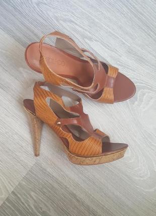 Новые wolpco босоножки 40 41 размер кожаные бразилия на каблуке