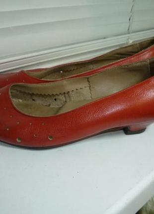 Туфли-лодочки натуральные кожаные с перфорацией,винтаж,в хорошем состоянии