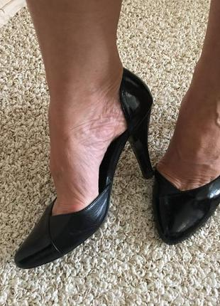 Кожанные туфли на среднем каблуке