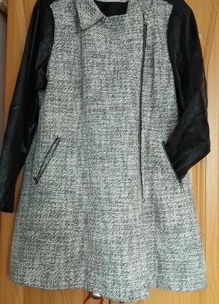 Осеннее пальто с кожаными рукавами