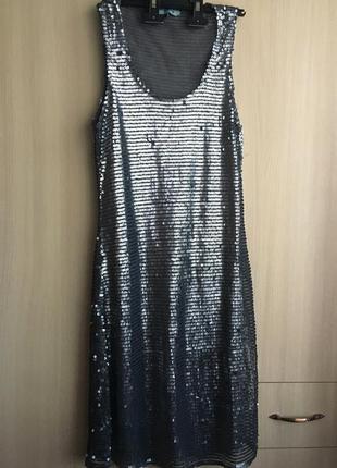 Платье в серебристые пайетки
