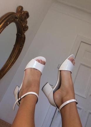 Босоножки сандали на блочном каблуке белые