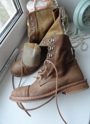 Кожаные ботинки с золотистым напылением