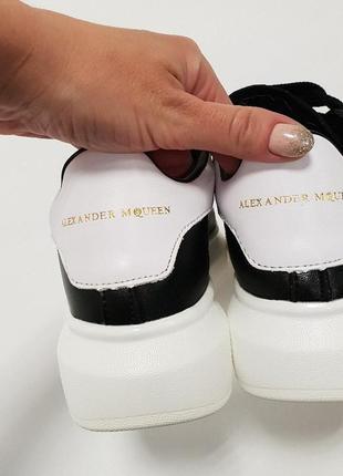 Черные кожаные кроссовки на массивной белой подошве. белая пятка. 35.36.37.38.