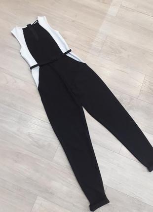Стильный черно белый брючный комбинезон