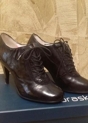 Новые демисезонные кожаные туфли braska