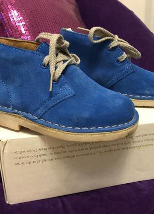 Новые детские натуральные замшевые ботинки clarks 24 размер (15,5 см стелька)