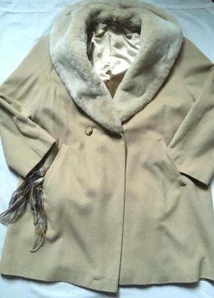 Нарядное шерстяное пальто колокол бежевое с мех воротником оверсайз 42 р\норм на 48-50 р